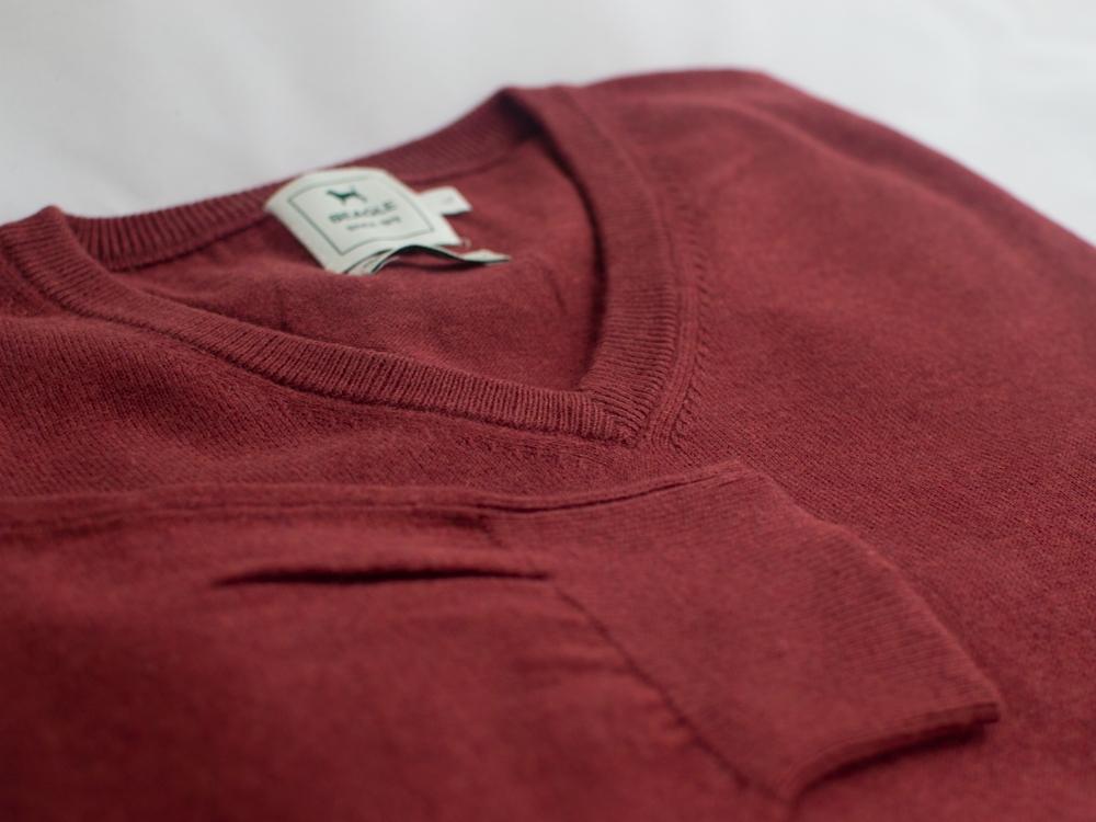 The-Cashmere---Cotton-Blend-V-Neck-Burdeos