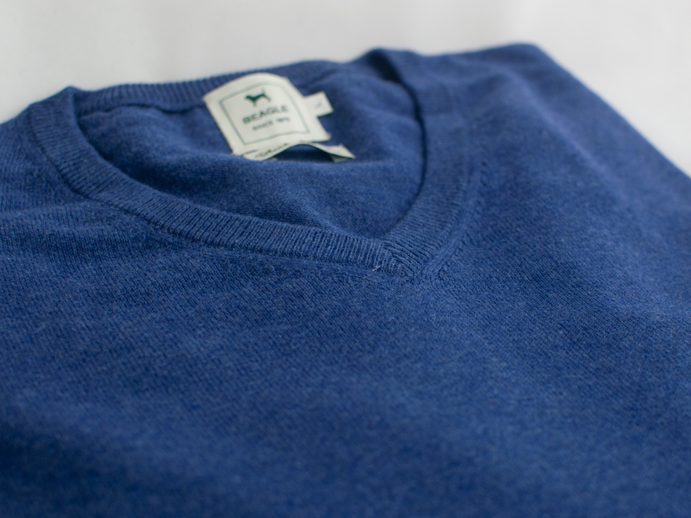The Cashmere Cotton Blend V Neck Índigo